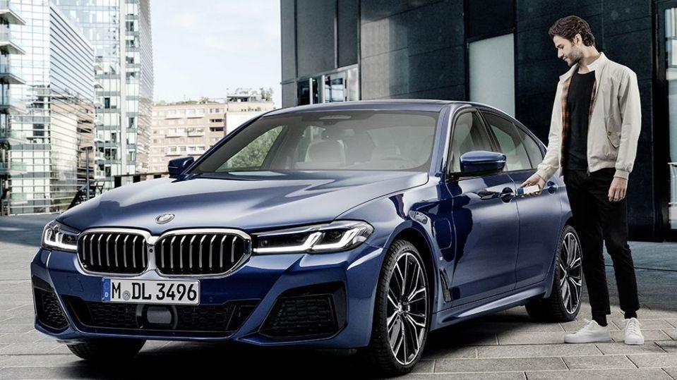BMW تبدیل به اولین خودروساز در استفاده از آیفون به عنوان کلید ماشین شد.